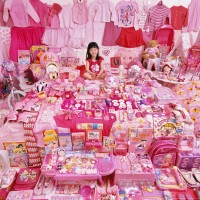 The Pink Project – Jiwoo and Her Pink Things, Light jet Print, 2007 ©JeongMee Yoon